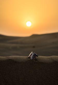Free Wayfarer Sunglasses On Sand Tilt Shift Lens Photography Stock Photos - 109911743