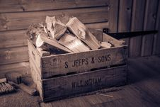 Free Brown Wooden Crate Royalty Free Stock Images - 109911809