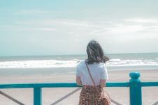 Free Woman Standing Near Seashore Royalty Free Stock Photos - 109912008