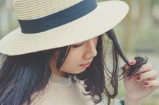 Free Selective Focus Photography Of Woman With Brown Sun Hat Royalty Free Stock Photography - 109912167