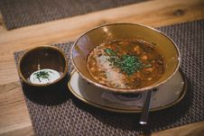 Free Brown Ceramic Bowl With Brown Soup Stock Photos - 109912413