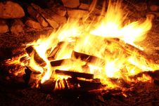 Free Bon Fire With Firewood Lot Royalty Free Stock Photo - 109912455
