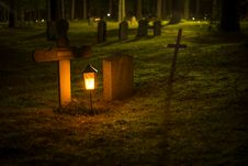 Free Selective Focus Photo Of Cemetery Lantern Royalty Free Stock Photos - 109912528