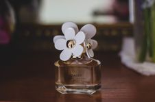 Free Marc Jacobs Daisy Fragrance Bottle Stock Photography - 109912582