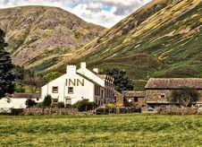 Free White Concrete Inn Near Green Covered Mountain At Daytime Royalty Free Stock Photo - 109912605