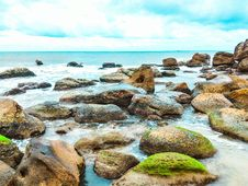 Free Landscape Photography Of Rocks With Moss Surrounded By Body Of Water Stock Photos - 109912663