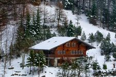 Free Photo Of Chalet In The Forest Royalty Free Stock Photo - 109912735