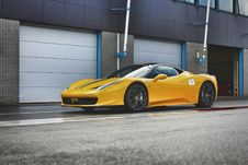 Free Yellow Ferrari 458 Italia Sports Car Royalty Free Stock Image - 109912736