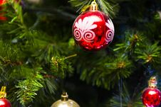 Free White, Red, And Gold-colored Christmas Baubles Royalty Free Stock Photo - 109912905