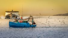 Free Blue Fishing Boat Royalty Free Stock Photography - 109912907