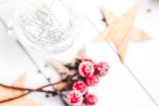 Free Selective Focus Photo Of Clear Bauble Seeing Red Mistletoe Stock Image - 109913021