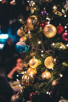Free Green And Gold-colored Lighted Christmas Tree Royalty Free Stock Photo - 109913095