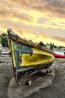 Free Yellow And Black Boat Stock Photo - 109913110