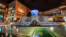 Free Blue And Gray Water Fountain Near Buildings Stock Photo - 109913130