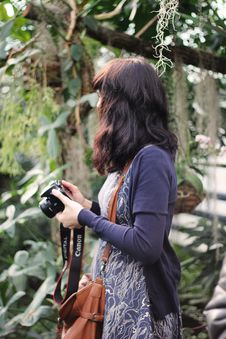 Free Woman In Blue Cardigan Holding Canon Dslr Camera Stock Image - 109913161