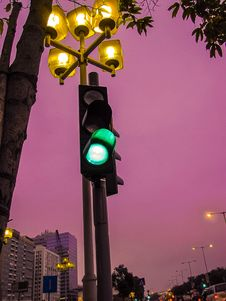 Free Black Traffic Light At Go Sign Royalty Free Stock Images - 109913219