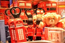 Free Brown Teddy Bear Near Red Miniature Telephone Booth Royalty Free Stock Photo - 109913485