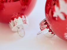 Free Two Red Christmas Ornaments Royalty Free Stock Images - 109913659