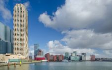 Free White High-rise Building Near Water Stock Photo - 109913660