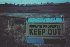 Free Private Property Keep Out Signboard Stock Photo - 109913720