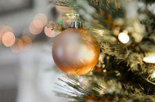 Free Gold Christmas Ball Decor Royalty Free Stock Image - 109913746