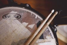 Free Drum Stick On Drum Top Royalty Free Stock Image - 109913786