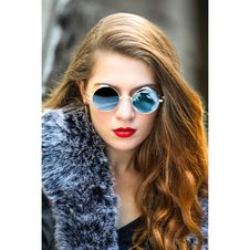 Free Woman Taking Selfie Wearing Round Blue Sunglasses Royalty Free Stock Photos - 109914018