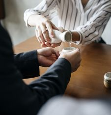 Free Person Pouring Liquid To Another Persons Cup Royalty Free Stock Images - 109914029
