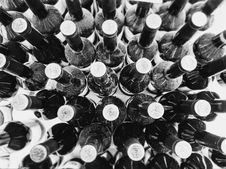 Free Black Wine Bottles Stock Images - 109914154