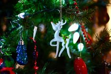 Free Shallow Focus Photography Of White Deer Christmas Tree Ornament Royalty Free Stock Photos - 109914218