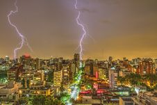 Free Photography Of Thunder Strike Behind City Royalty Free Stock Photo - 109914315