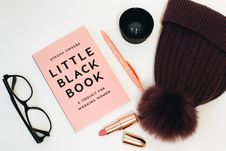 Free Little Black Book Beside Eyeglasses And Lipstick Case Royalty Free Stock Images - 109914409