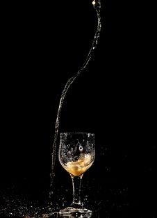 Free Photo Of Liquid Pouring Stock Photos - 109914543
