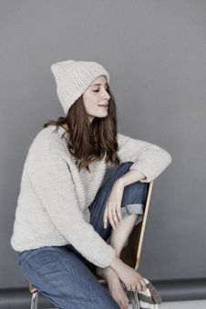 Free Woman In White Sweater And Beanie With Blue Denim Pants Royalty Free Stock Photos - 109914618