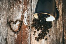 Free Black Ceramic Coffee Mug And Beans Stock Photography - 109914832