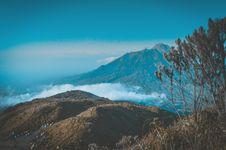 Free Landscape Photography Of Mountain Surrounded By Sea Of Clouds Royalty Free Stock Photography - 109914847