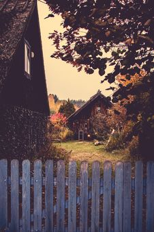 Free Brown Wooden Houses Stock Photography - 109914982