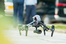 Free Gray And Green Quadcopter Drone On Ground Royalty Free Stock Image - 109915066