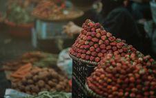 Free Strawberry Focus Photo Stock Photo - 109915270
