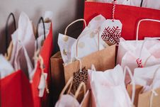 Free Paper Bags Near Wall Stock Photo - 109915290