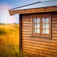 Free Brown Wooden Cottage At The Field During Day Royalty Free Stock Photography - 109915457