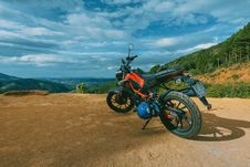 Free Photography Of Orange And Black Sports Motorcycle Near A Cliff Royalty Free Stock Photography - 109915567