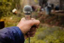 Free Person Holding Grey Corded Microphone In Selective Focus Photography Photo Taken Stock Images - 109915694