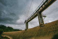 Free White Concrete Dam With Bridge Stock Images - 109915744