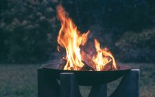 Free Photography Of Wood Burning On Fire Pit Royalty Free Stock Photos - 109916008