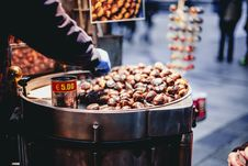 Free Person Selling Chestnuts Stock Photos - 109916093
