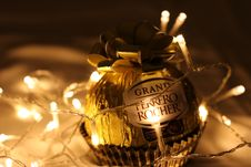 Free Grand Ferrero Rocher Bauble Royalty Free Stock Photo - 109916325