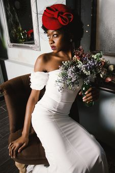Free Woman Wearing White Off-shoulder Bodycon Dress Holding Flower Arrangement In Vase Royalty Free Stock Photo - 109916615