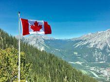 Free Canada Flag With Mountain Range View Royalty Free Stock Photos - 109916648
