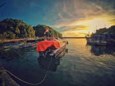 Free Motor Boat Near Dock During Sunset Royalty Free Stock Photography - 109916737